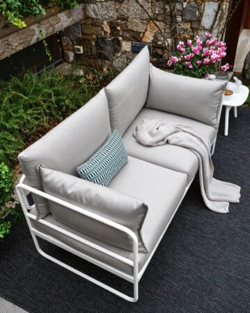 Kolekcja Stulle: sofy i stoliki